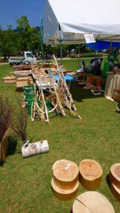 自然の素材 グリーンフェアのアイテム 枝付き丸太や丸い板